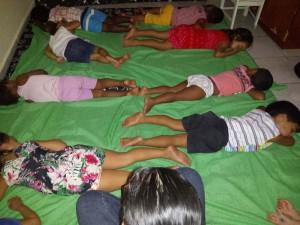 kindjes in een crèche doen een dutje