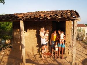 Hanny op bezoek bij een gezin dat in aanmerking komt voor gezinsadoptie