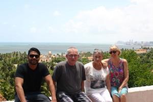 Ruud, Wout en Christien van Kemenade en Hanny tijdens de rootsreis van Ruud